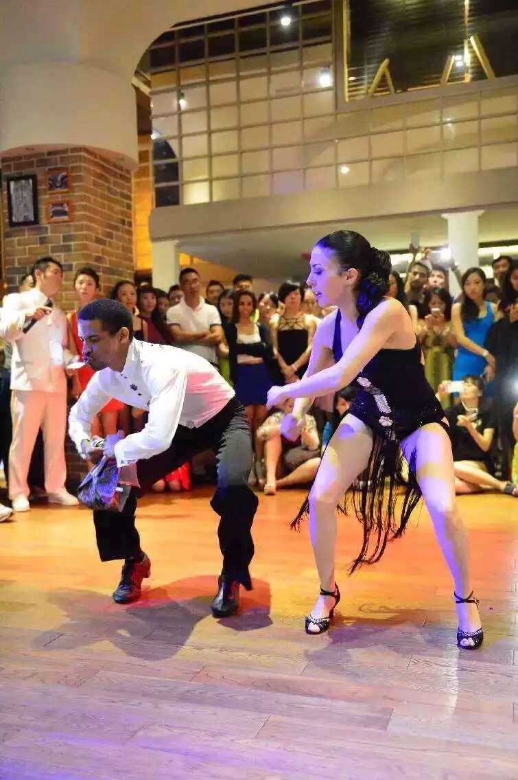 Man and lady wearing mid-heels salsa dance shoes during dance performance